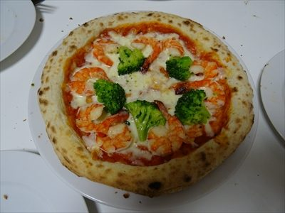 森山ピザ、箱の中身、海老とブロッコリー、焼いたあと